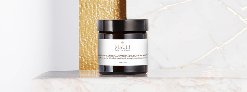 Скраб для рук и тела Mauli Reawaken Himalayan Hand and Body Scrub.