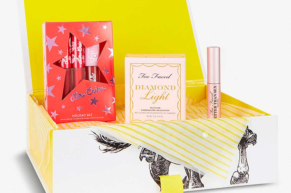Коробочка Selfridges Valentine's Day Beauty Collection
